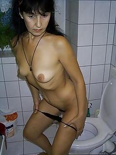 MILF Toilet Pics